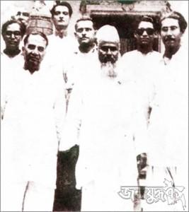 বাঁ থেকে হোসেন শহীদ সোহরাওয়ার্দী, মওলানা ভাসানী ও বঙ্গবন্ধু